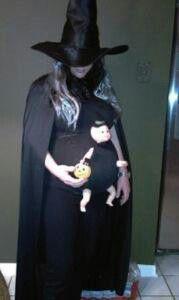 Disfraz de bruja para embarazadas