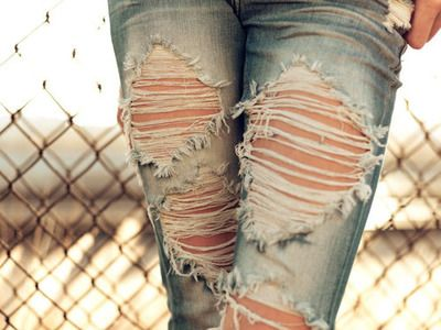 ripped jeans: A Mini-Saia Jeans, Rippedjeans, Ripped Jeans, Fashion, Dreams Closet, Style, Clothing, Holey Jeans, Destroyer Jeans