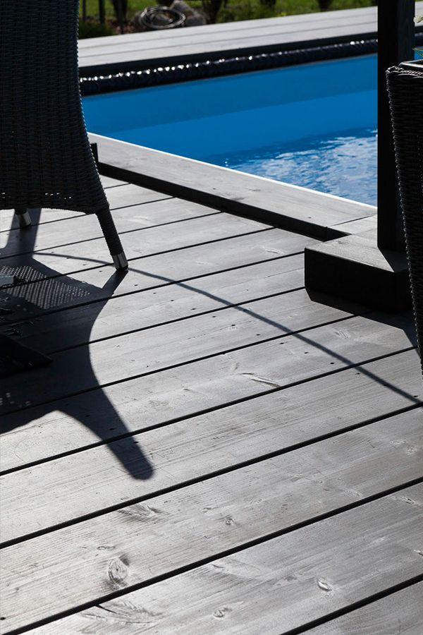 Upea, tumma terassi Villa Beauty -kohteessa maalattu Valtti Puuöljyllä, musta sävy 5154. #asuntomessut #tikkurila #asuntomessut2015 #terassi #patio