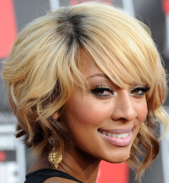 Keri Hilson's short style without all the tight curls; I like them both!: Blondes Hairstyles, Bobs Haircuts, Bobs Hairstyles, Medium Length Haircuts, Round Faces, Shorts Bobs, Shorts Hair Style, Hair Color, Shorts Hairstyles