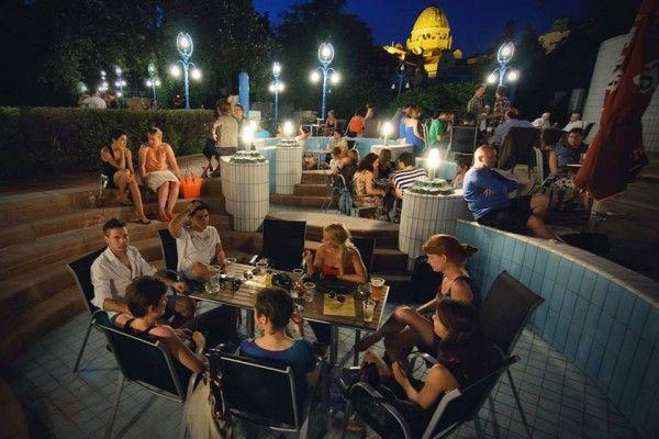 Top 10 des endroits cools où sortir à Budapest (et boire des coups aussi un peu)