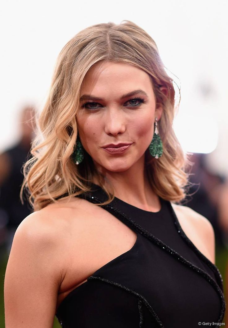 Karlie Kloss's glam wavy bob Karlie Kloss was partly responsible for putting the wavy bob on