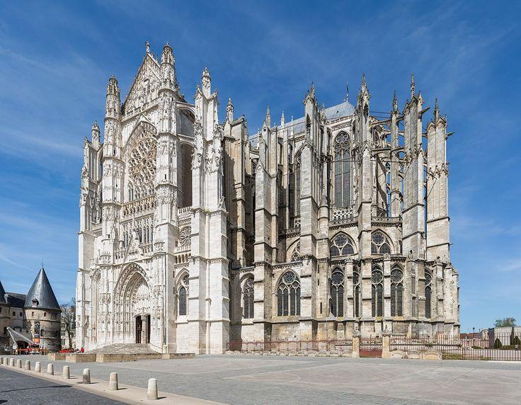 La cathédrale Saint-Pierre de Beauvais est une cathédrale catholique romaine située à Beauvais, dans le département de l'Oise, dans la région Hauts-de-France, en France. Elle possède le plus haut chœur au monde (48,50 m)