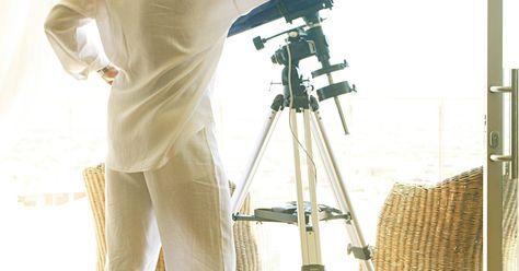 Cómo constrruir un telescopio potente en casa. Cada astrónomo aficionado en un momento desea construir un telescopio. Si buscas uno que sea de alta potencia, el más simple y más rentable es el telescopio reflector. Construye el más grande que puedas según tu presupuesto.