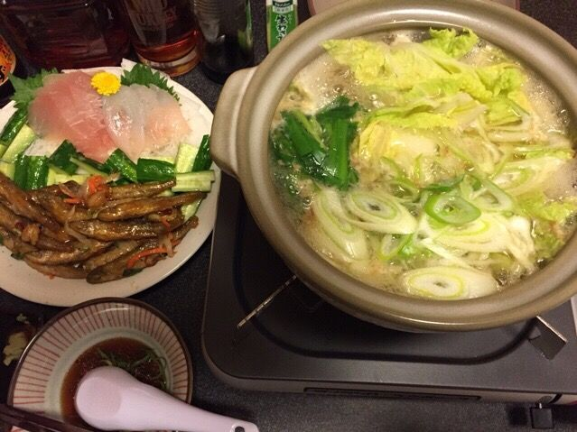 ⛄️雪が積もって寒過ぎ〜〜っ❗️(>人<;) - 84件のもぐもぐ - 野菜たっぷり湯豆腐、鮪と的鯛のお刺身、塩もみキュウリ、わかさぎの南蛮漬け❗️꒰#'ω`#꒱੭✨ by scorpion