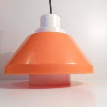 #1970s #BentKarlby #orange #plasticLight #DanishSpaceAge http://retro-design.dk/butik/orange-plastik-pendel-bent-karlby-1970erne-2/
