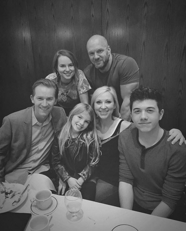 I just really love seeing the pictures from the cast of Good Luck Charlie when they get together. It is so great that they are able to stay in touch with ea