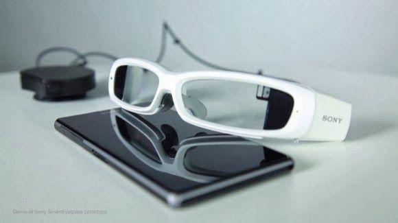 Τα δικά της έξυπνα γυαλιά παρουσίασε στην MWC 2014 η Sony, πρόκειται για τα Sony SmartEyeglass τα οποία βρίσκονται ακόμα στο στάδιο των δοκιμών.