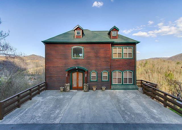 270 Greystone Pinnacle 5 Bedroom Chalet Village Gatlinburg Cabin Rentals Hot Tub Outdoor Smoky Mountains Cabins