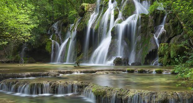 Cascades des Planches-près-Arbois, pour se rafraîchir | Jura, France | Crédit photo : Stéphane Godin/Jura Tourisme | #JuraTourisme