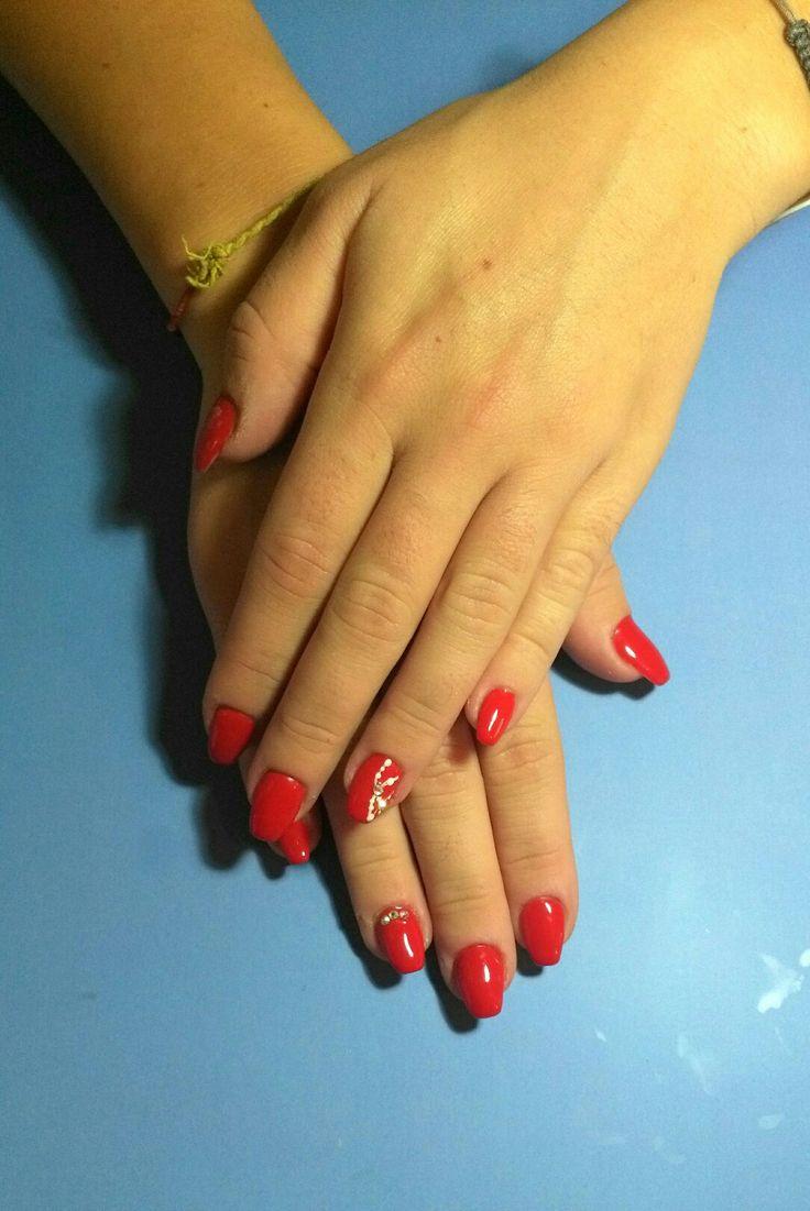 Copertura gel  #coperturagel #red #rosso #white #bianco #shine #Swarovski #elegante #sensual #simple #curadellemani #manicurate #mani #hands #bigliettodavisita #lospecchiodise #delicato #delicate #elegante #elegant #bellezza #cura #manicure #nails #nailart #unghianaturale #napoli