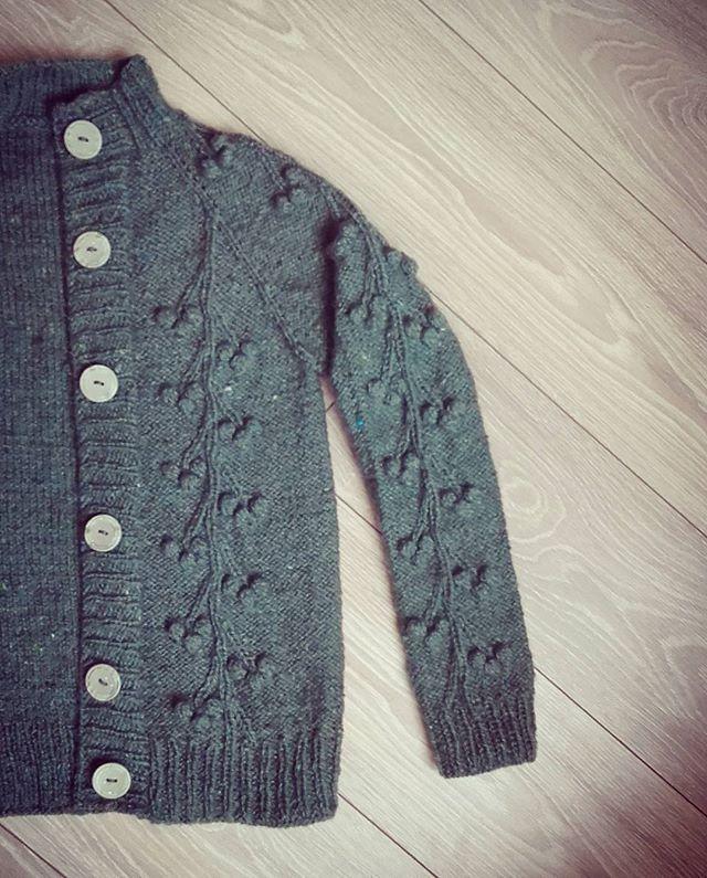WEBSTA @ goikhman_yuliya - Вот и #пуговицы пришиты и готов мой #кардиган 🍒🍒🍒 зеленая #вишня!  #cherry#green#provencestyle#cardigan#goikhmanworkshop#pattern#knitter#knitting_inspiration#knitting#knittinglove#instaknitters#reglan#sweater#handmade#knittedsweater#свитер#вязание#вязаниеназаказ#woki1#реглан#вязаниекраснодар#ручнаяработа#шерсть#wool#knitters#knitstagram#knittingfashion