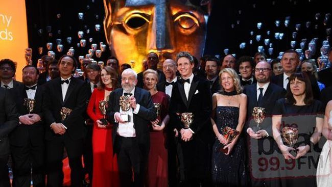 Bafta 2015: Οι νικητές της βραδιάς! Το «Μεγαλώνοντας» του Ρίτσαρντ Λινκλέιτερ ήταν ο μεγάλος νικητής στα φετινά BAFTA, τα βραβεία της Βρετανικής Ακαδημίας Κινηματογράφου και και η Τζούλιαν Μουρ κέρδισε το βραβείο Α΄ γυναικείας ερμηνείας για το ρόλο της στο «Still Alice»