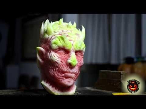 Il sculpte dans une pastèque le visage d'un personnage de Game Of Thrones - YouTube