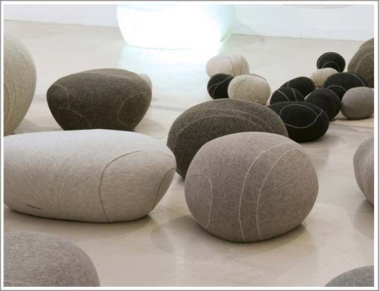 sous les galets la plage livingstone and pouf ottoman. Black Bedroom Furniture Sets. Home Design Ideas