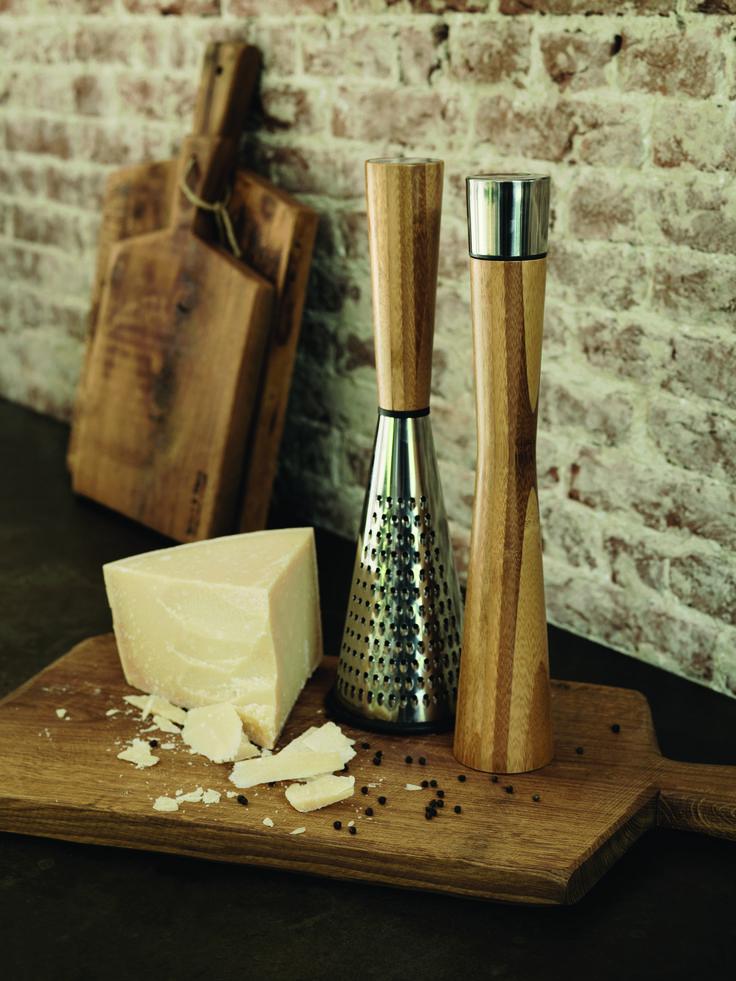 Een stijlvolle set bestaande uit een mooie pepermolen en kaasrasp van bamboe. #xddesign #kitchentools