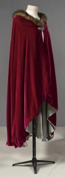 Cape, Paul Poiret, 1913. Raspberry velvet, gray satin lining. Weasel (?) neckline, rhinestone clasp.