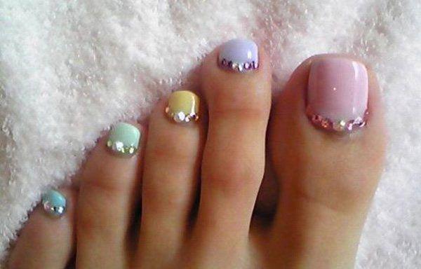 Diseños para uñas de los pies, Diseño de uñas de los pies con esmalte y piedras.  Join to CLUB! #uñasdecoradas #decoratednails #uñasdeboda