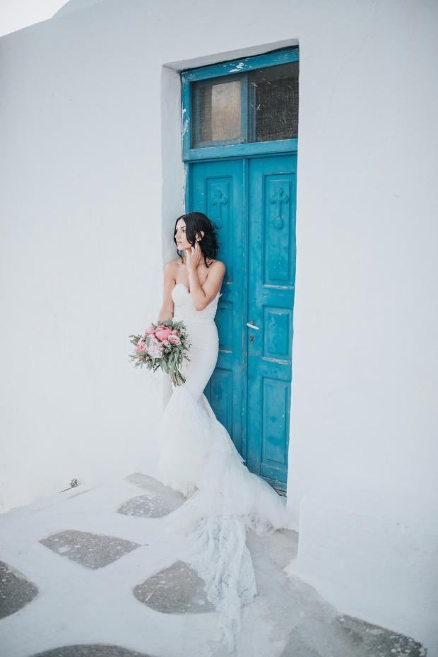 Elegant peony wedding in Santorini| Tie the knot in Santorini