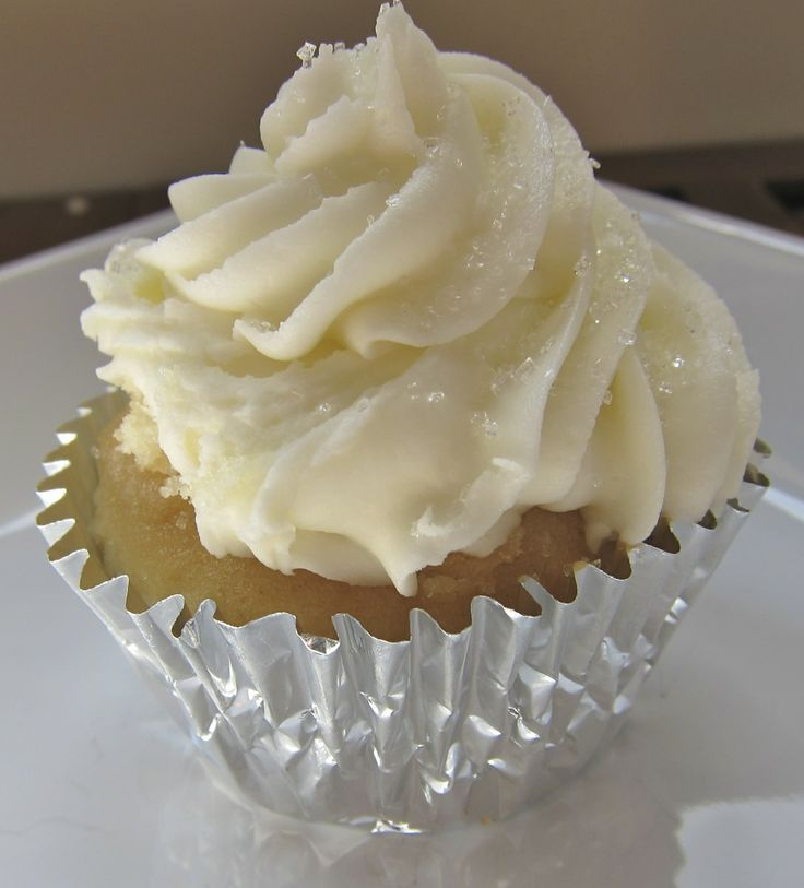 white almond wedding cake cupcakes 1000 images about event edibles cupcakes on 27188