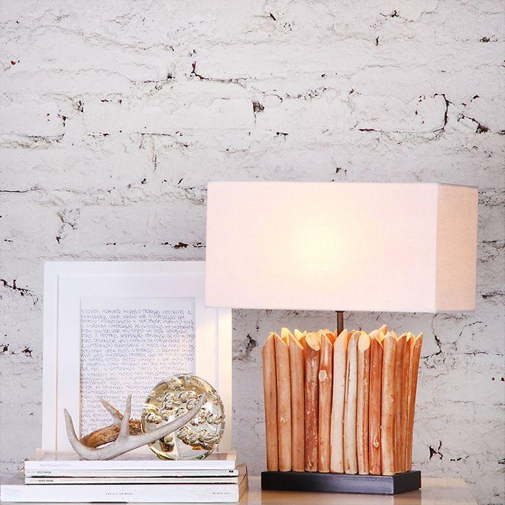 Algo infaltable en tu habitación es una lámpara de mesa en tu velador, su tenue luz te ayuda a conciliar el sueño, contribuye a una mejor lectura y le da un toque acogedor. #SodimacHomecenter
