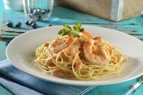 Deliciosa pasta de camarón que es tan sencilla de hacer que no lo vas a creer. Es tan fácil de cocinar que vas a quererla prepararla continuamente. Perfecta para una cena romántica.