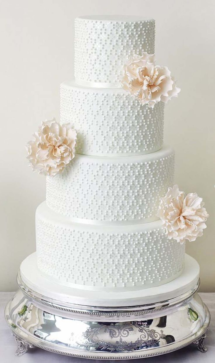 For a minimalist touch, stick to one simple pattern for the piping and adorn each tier with a single flower, as shown on this cake. Photo via The Abigail Bloom Cake Company . #weddingcakes