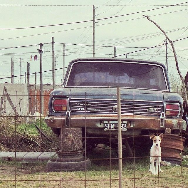 Vintage car in Buenos Aires by @laciudadalinsta  #argentina #instameet #statigram #oldcars #soloparking