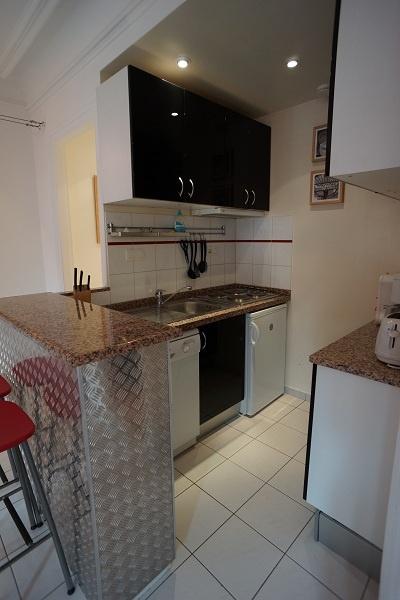 Valmy apartment kitchen