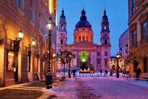 Winter evening at St. Stephen's Basilica in Budapest. Photo by Sárdi A. Zoltán