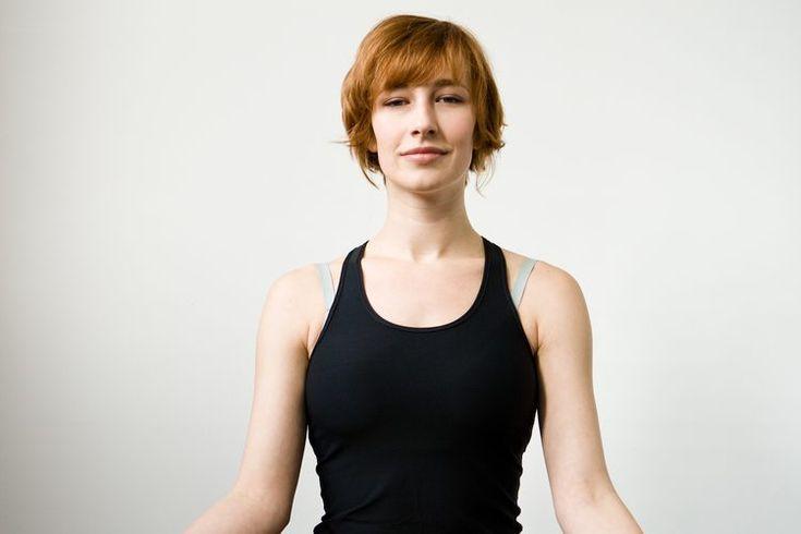 Cómo ganar flexibilidad en las piernas para la posición del loto. Ganar flexibilidad en las piernas para la posición del loto implica estirar los músculos de la parte superior e inferior. Prepárate con poses de yoga que elonguen los mismos músculos que requieren flexibilidad para la postura del ...