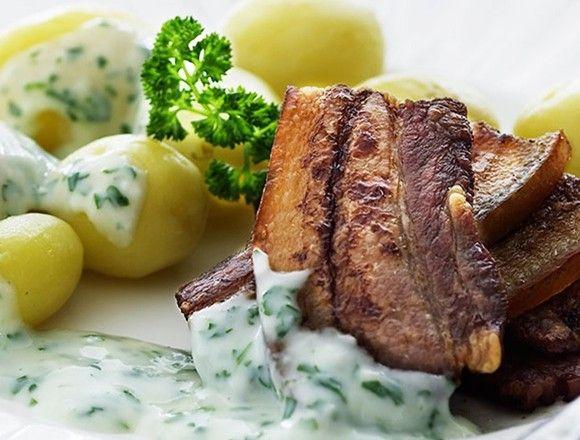 """Stegt Flæsk - Danish Food Culture - Recipes - """"Stægt Flæsk og Persillesovs"""" - Copenhagen Portal<"""