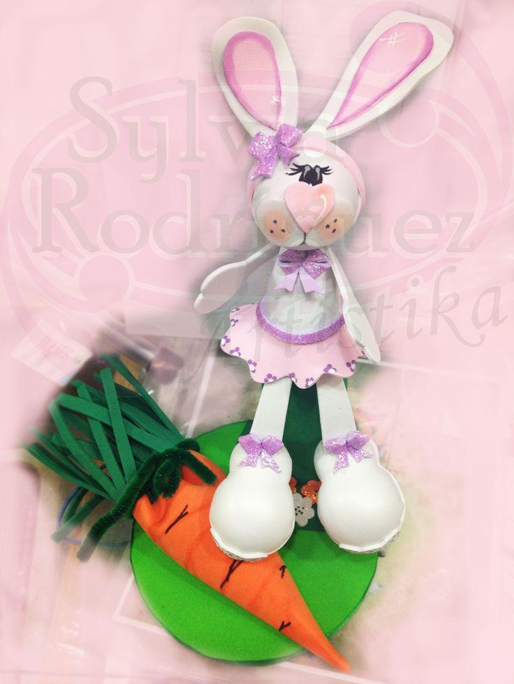 Hermosos conejo en Goma Eva realizado en los tallers de Goma Eva en 3D