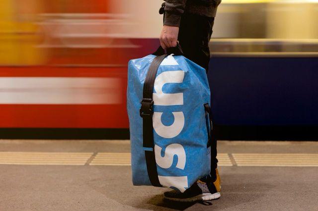 あの有名ブランドがお洒落な 旅行用バッグ を無料で貸し出し中 最大4週間までok freitag bag stilvolle rucksacke freitag