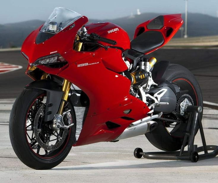 "La Ducati 1199 Panigale, moto deportiva galardonada como la ""Moto más bella del EICMA Show""; en Milán Italia."