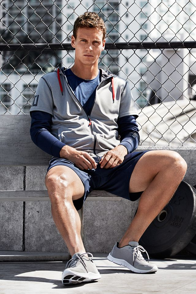 Take a breather in this gray zip-up sports jacket with mesh-lined drawstring hood, side pockets & double sleeves. | H&M Sport