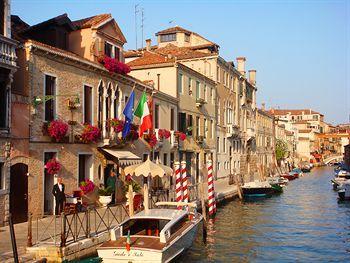 Hotel Ai Mori D Oriente Venicehotels Accommodationvenice Travel Hotels