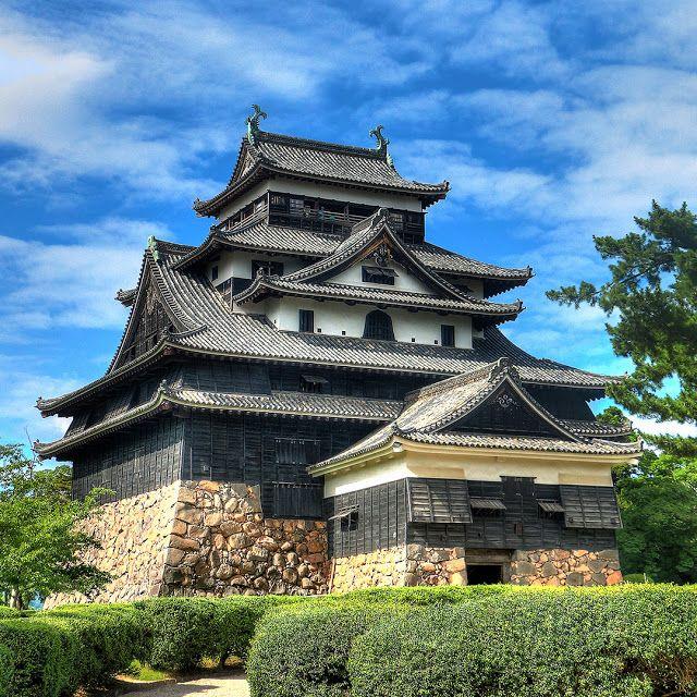 国宝となった松江城、良い雲がでてたので撮影に行きました。沢山の観光客がおとずれていました。