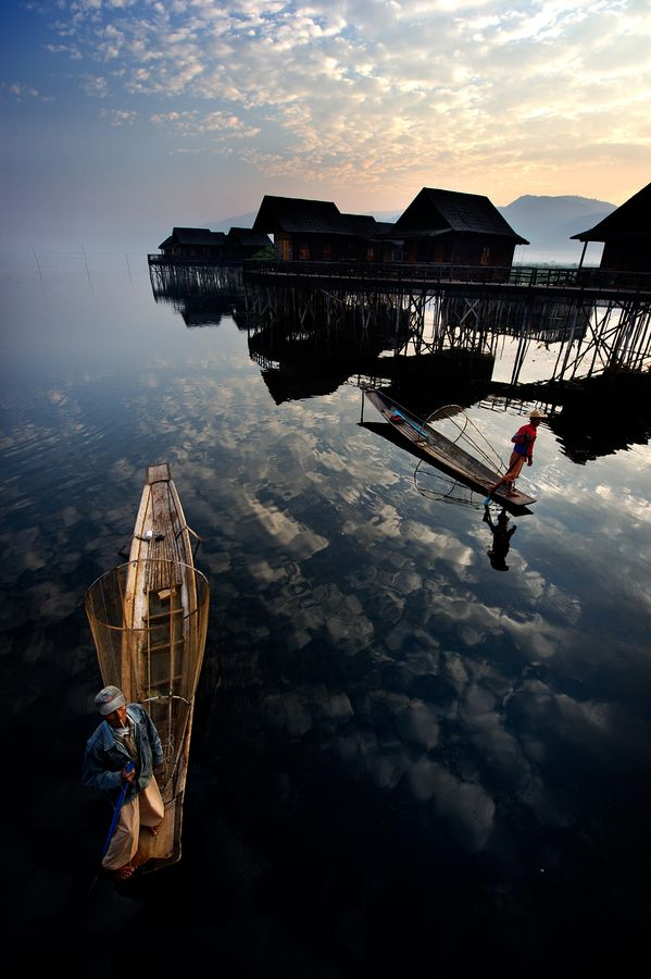 Intha fishermen, sunrise at Inle Lake, Myanmar