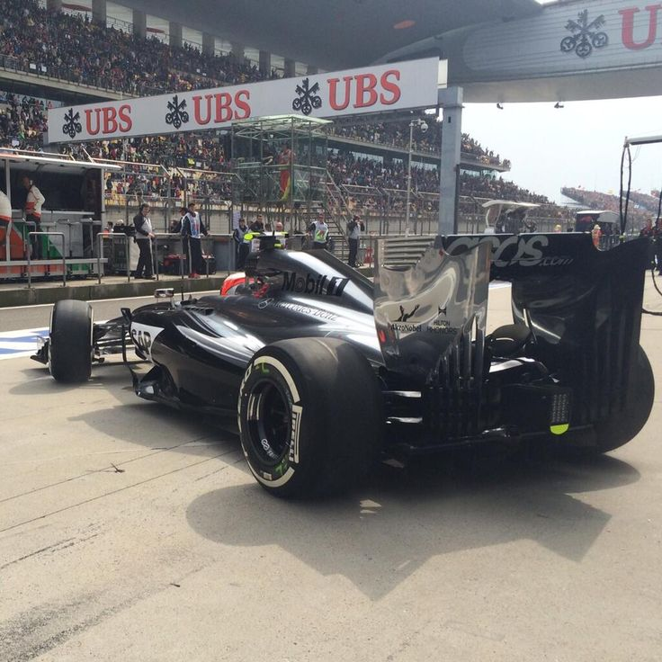 Kevin Magnussen leaves the garage to the grid - 2014 Chinese GP race