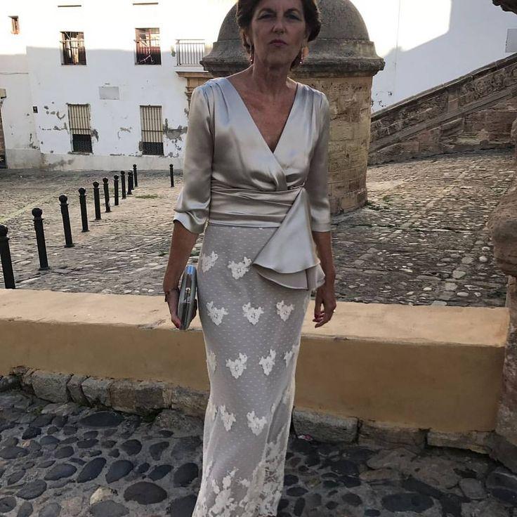 "2,016 Me gusta, 39 comentarios - Conchita Saiz (@conchitasaiz) en Instagram: ""Una madrina guapísima y original!!!!#madrina #mafredenovia#invitadaperfecta#boda"""