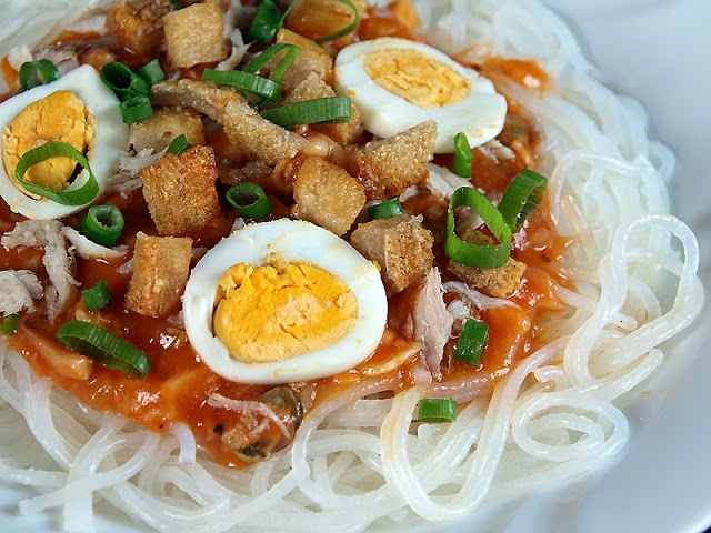 Pancit Palabok - Pancit Recipe | Filipino Recipes, Dishes And Delicacies #Foods #Recipes #NewYear #Filipino #Philippines