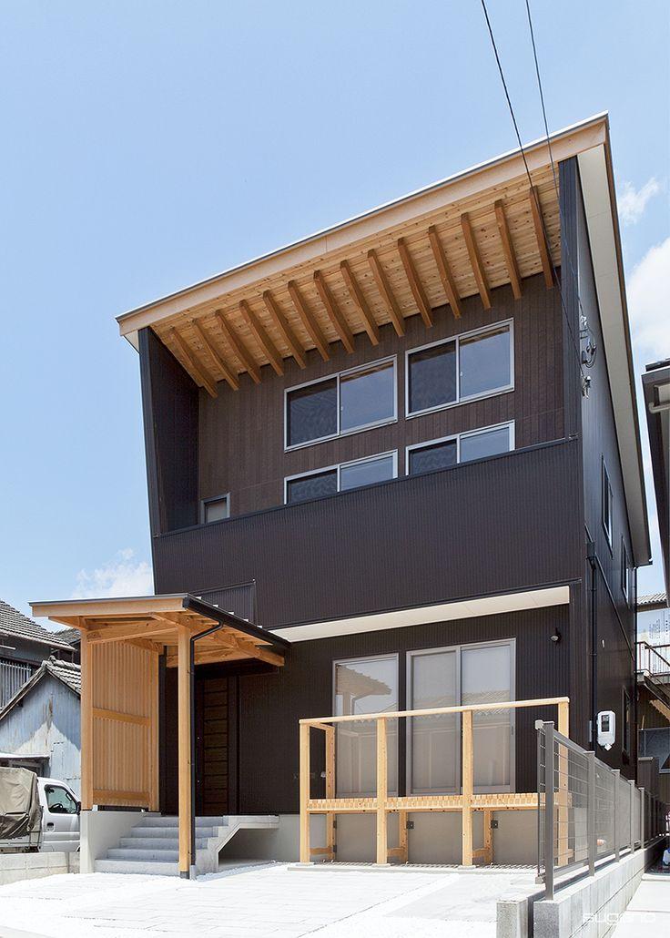 屋根を支える垂木をダイナミックに見せた軒。#和風住宅 #自然素材 #住宅 #新築住宅 #家づくり #外観 #木質感 #設計事務所 #菅野企画設計