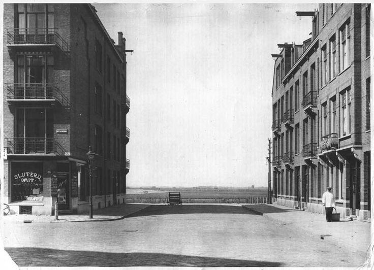 Jan Evertsenstraat hoek Witte de Withstraat, omstreeks 1900 - Historisch Archief De Baarsjes