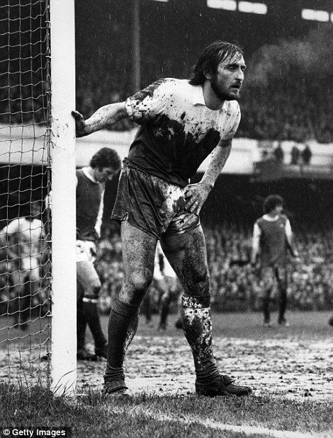 Frank Lampard at Arsenal v West Ham FA Cup quarter-final in 1975