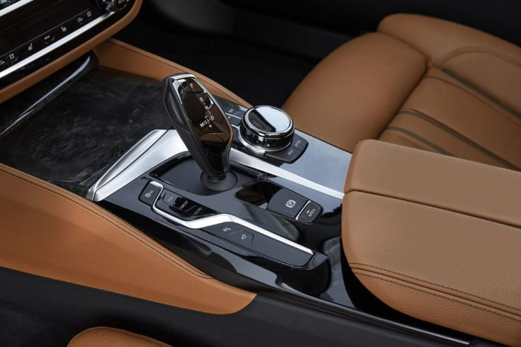 8-speed automatic transmission with Steptronic fits neatly into the interior.