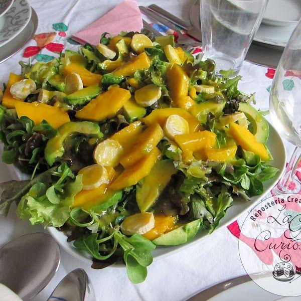ensalada de aguacate-mango-queso de cabra