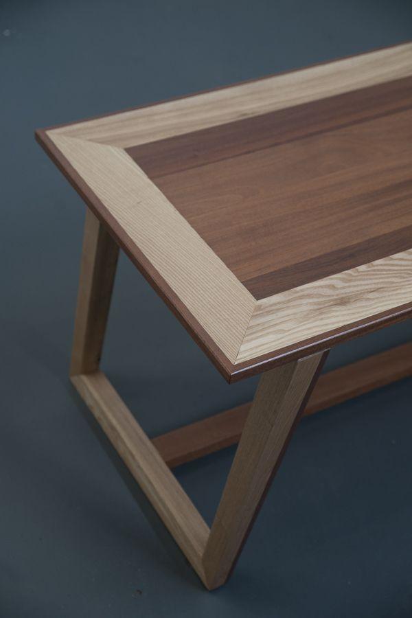 Журнальный столик из красного дерева и ясеня от Стамеска