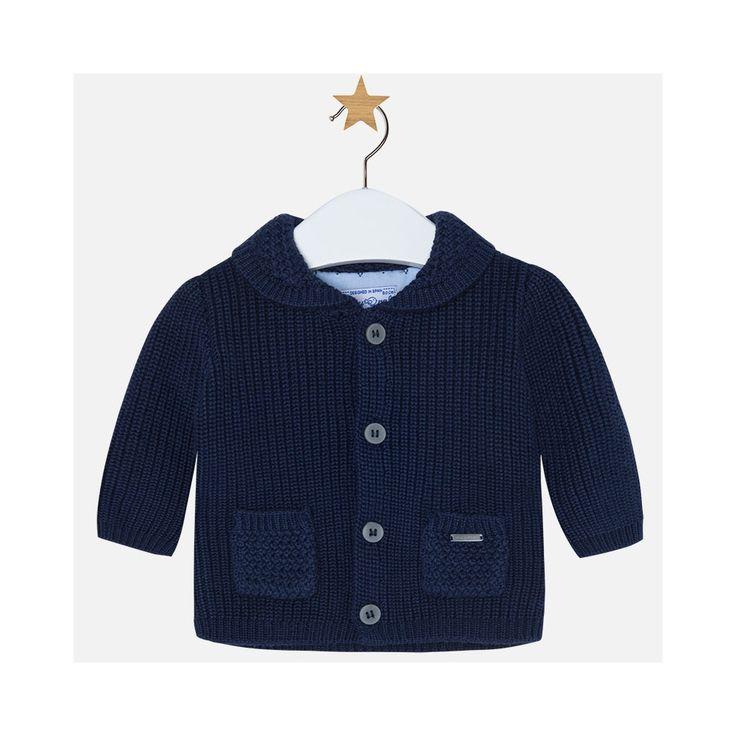 Donkerblauw gebreid jasje van het Spaanse merk Mayoral. Aan de voorzijde twee zakjes.