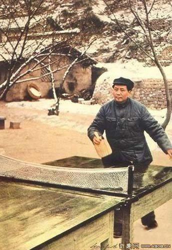老照片:[图文]罕见!毛泽东打乒乓球